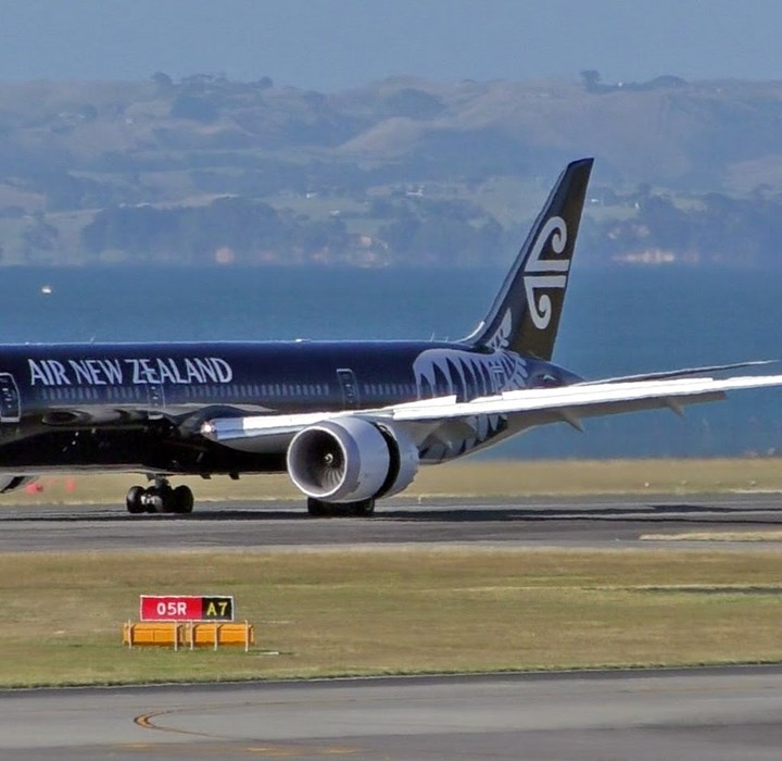 Air New Zealand's Dreamliner landing takes-off